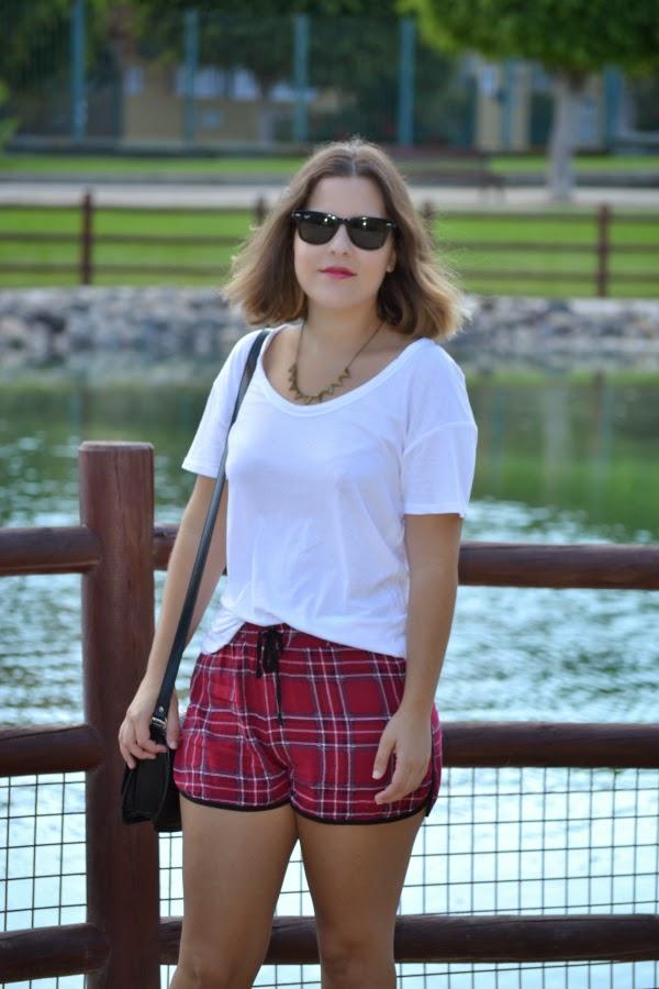look_outfit_short_tartan_zapatos_pinchos_pico_zara_lolalolailo_02