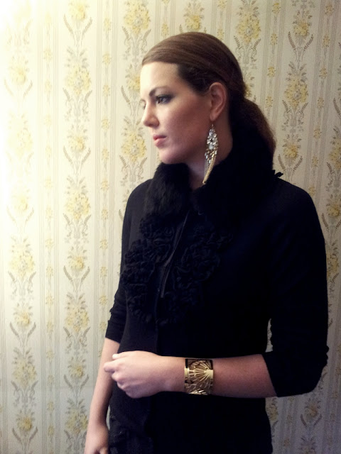 Black Fox Collar & Cardigan by Globus