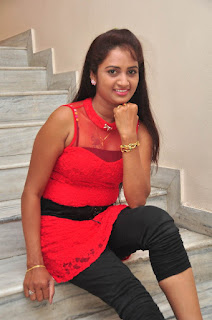 Kaveri Glam pics at Andala chandamama 028.jpg