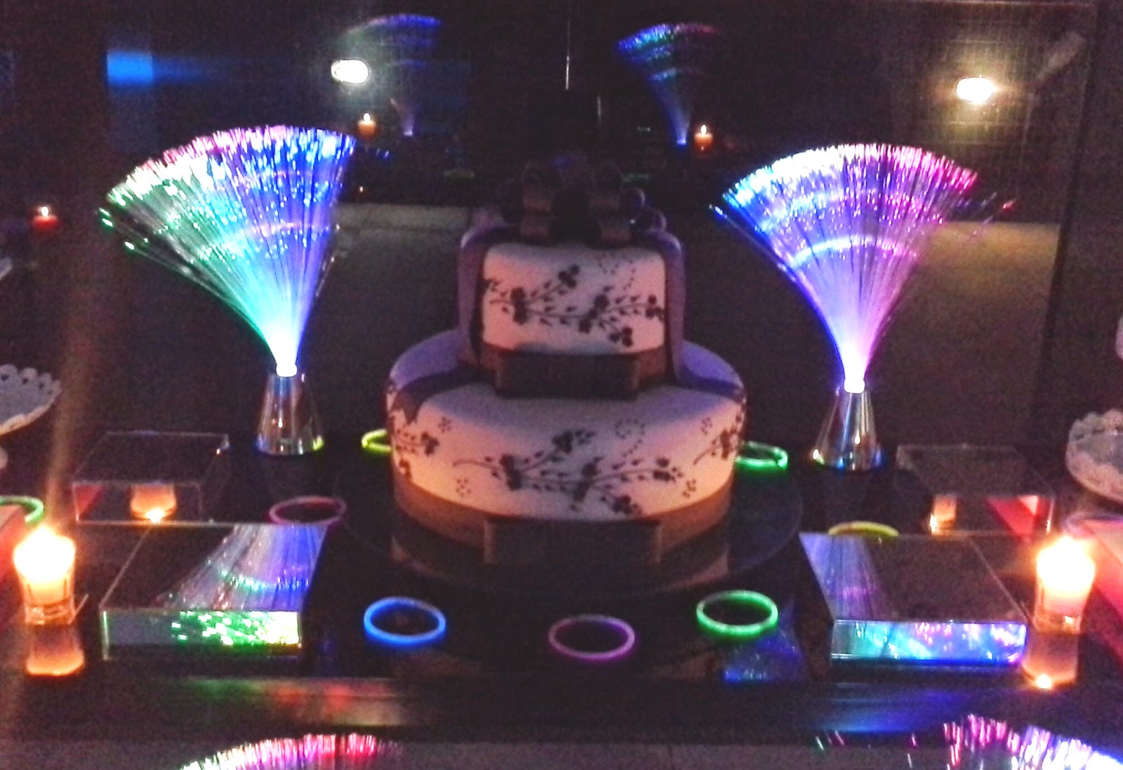 decoracao festa neon:ʚĭɞ DEcoração & Arte ʚĭɞ : Festa Neon