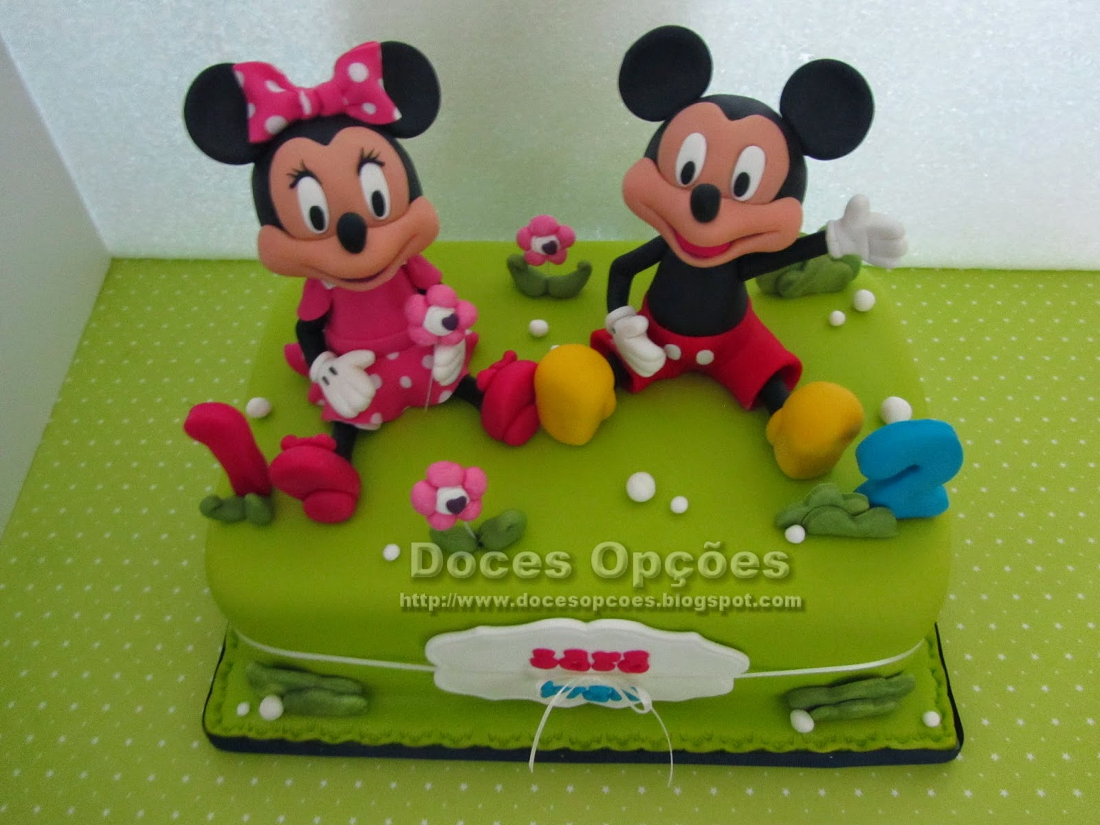 Bolo com a Minnie e o Mickey