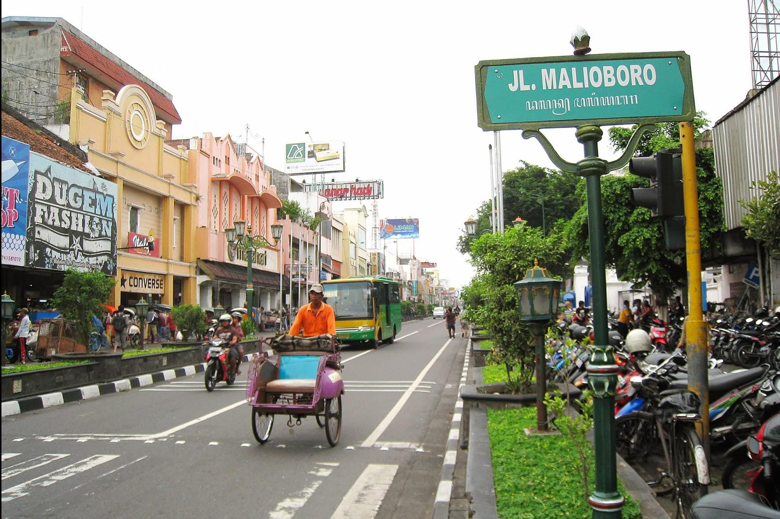 Malioboro Adalah Nama Sebuah Jalan Di Kota Jojga Yang Merupakan Tempat Pusat Perbelanjaan Terbessar Jogja Daftar Hotel Murah Dekat