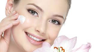 Dưỡng ẩm là một bước làm đẹp da cơ bản để giữ cho làn da được mịn màng