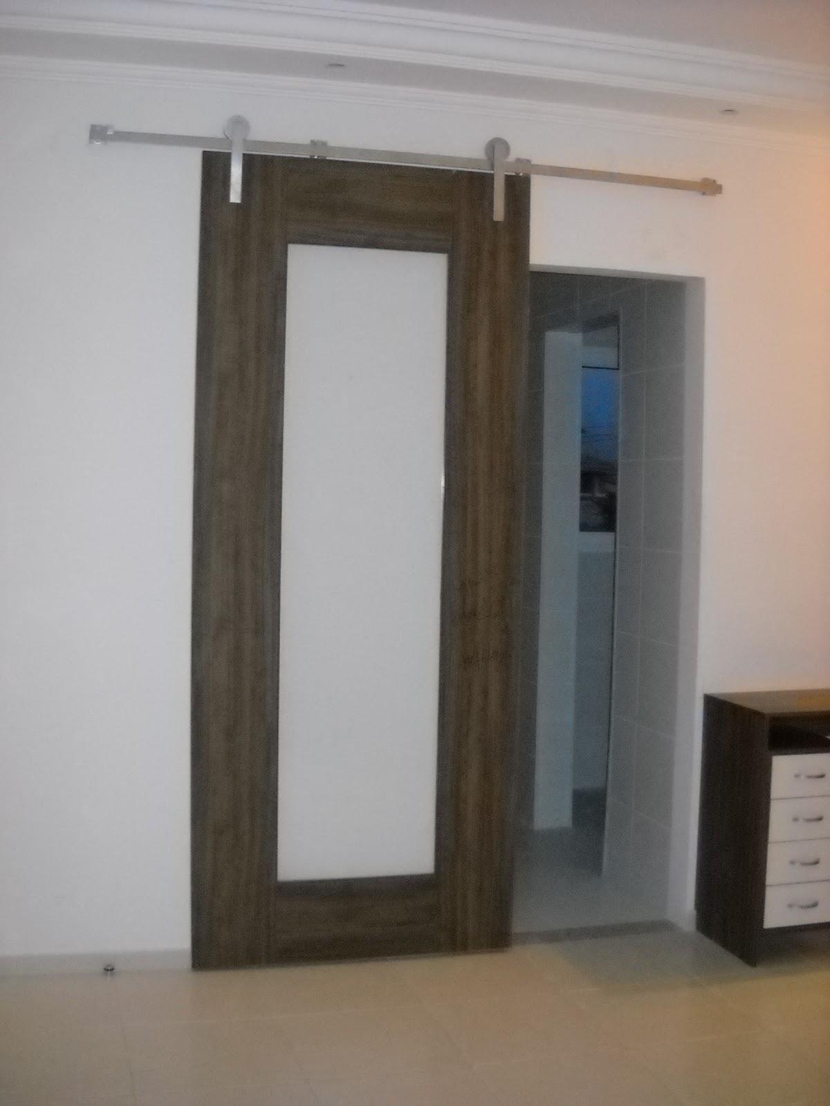 FR Design Móveis planejados: Porta de correr com vidro #7D604E 1200x1600 Banheiro Acessivel Pode Ter Porta De Correr