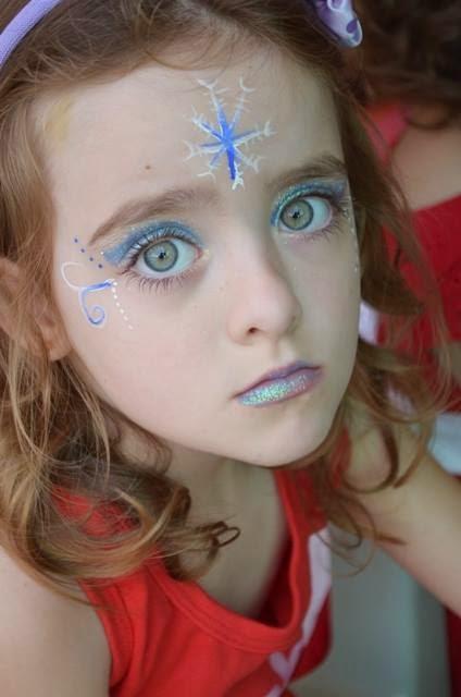 Pintura facial do desenho Frozen uma aventura congelante.