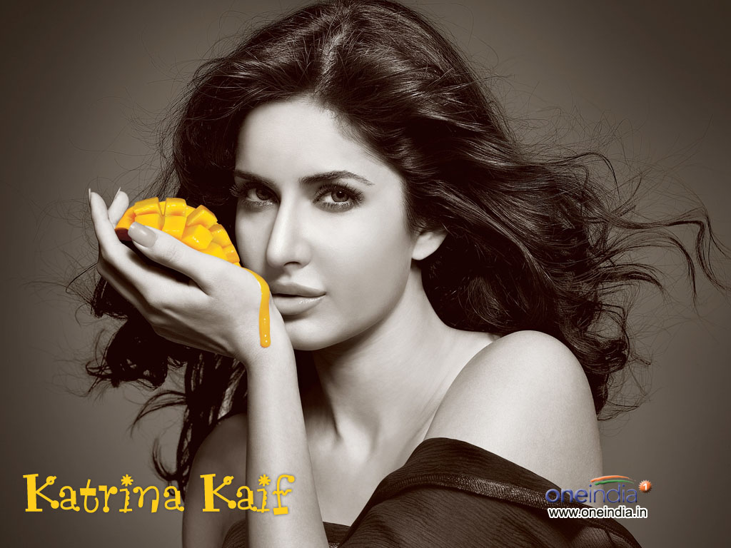http://4.bp.blogspot.com/-4Z03Xfd3w7w/Tf88JqN96NI/AAAAAAAAAIw/iTlxNBOuCRk/s1600/Katrina+Kaif+Wallpapers+Fun+With+fruits+%25282%2529.jpg