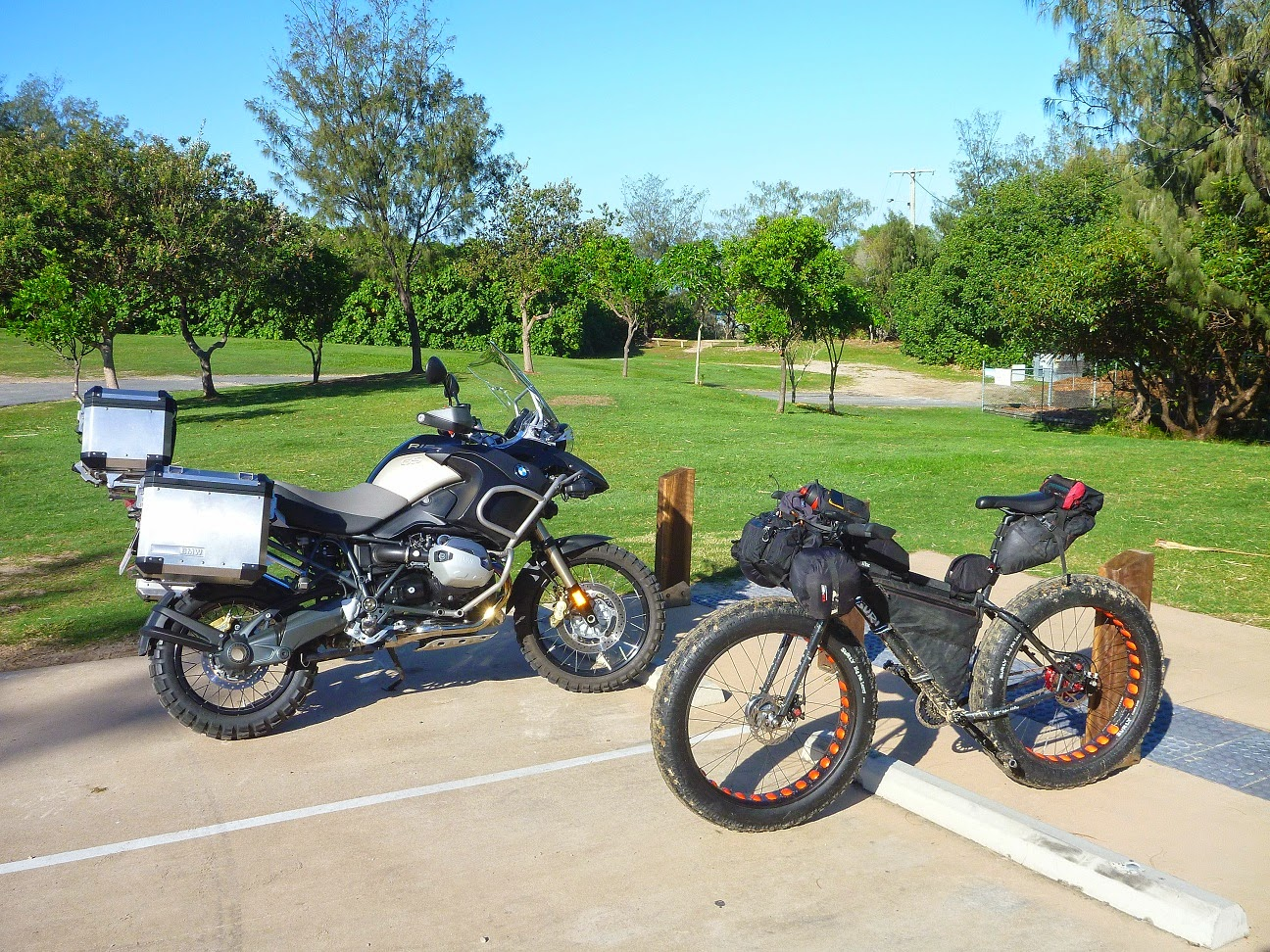 North Stradbroke Island Fatpacking Fatbikes Forum Mtb Dirt Bmw Fat Bike When I Get Old Cranky And Unable To Turn A Pedal Gsr1200 Will Be On The Shopping List As Well That Unimog Expedition Truck