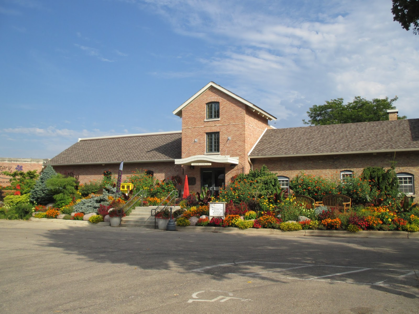 The Red/Yellow/Orange Theme Succeeds! - Rotary Botanical Gardens