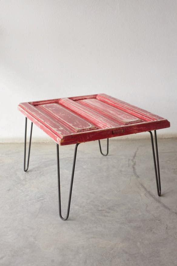 Neo arquitecturaymas mesas y bancos reciclando puertas y for Mesas hechas con puertas de madera