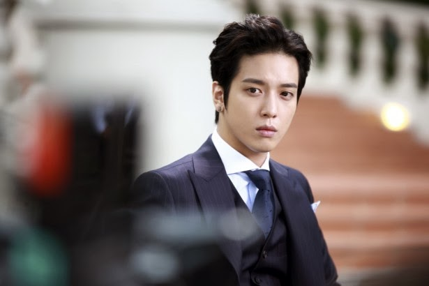 Yonghwa transforms into charismatic boss for 'The Future choice'