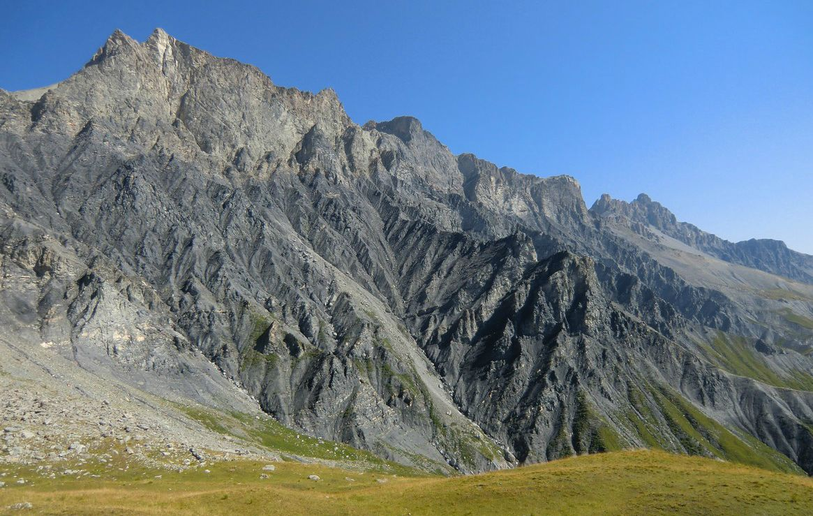 Magnificent mountaintops north of Camp des Fourches