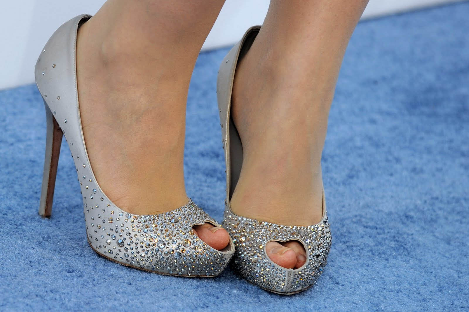 http://4.bp.blogspot.com/-4_8l5czngwE/TfpuskNsPpI/AAAAAAAAA28/G3lYp3A4IFM/s1600/Natasha-Bedingfield-Feet-400530.jpg