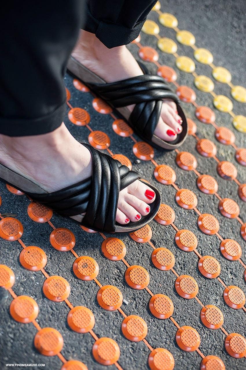 Tony Biano Indiana black leather slides close up details