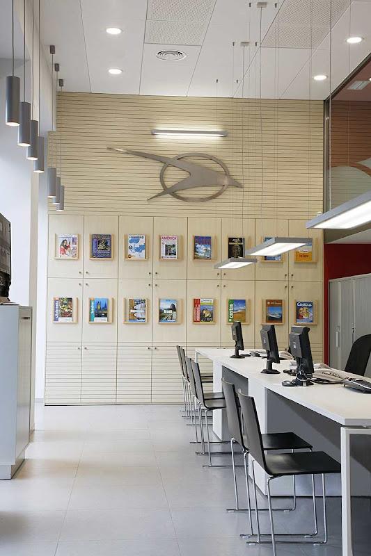 Oficinas administrativas y agencia de viajes por vicente for Oficina de viajes