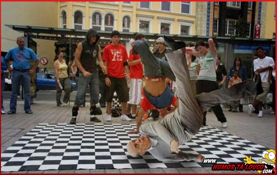 Após pênalti e sapato perdido, Serra vira meme na internet - Dançando Break