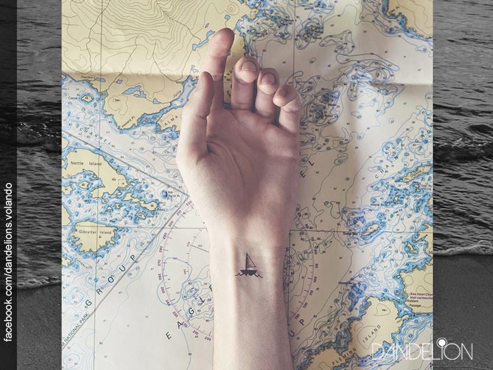 Mini tatuajes en las muñecas - Barco