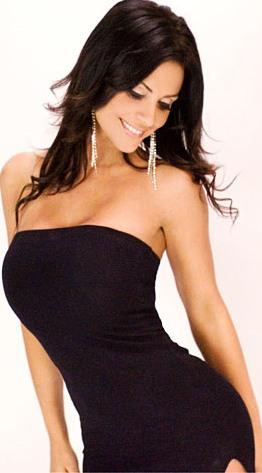 Denise Milaniuna mujer con buenas curvas