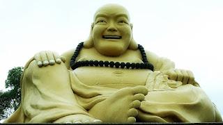 Buda dourado com 7 metros de altura.