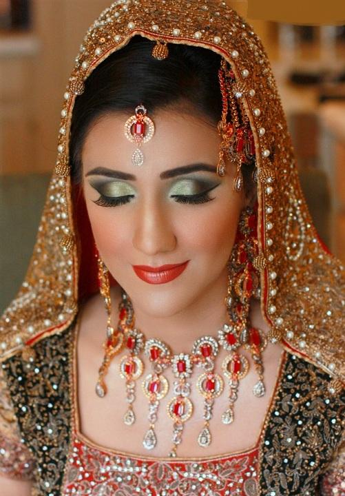 Hindu Bridal Makeup Pictures : Indain Bridal Makeup 2013 l Makeup For Indian Bridal ...