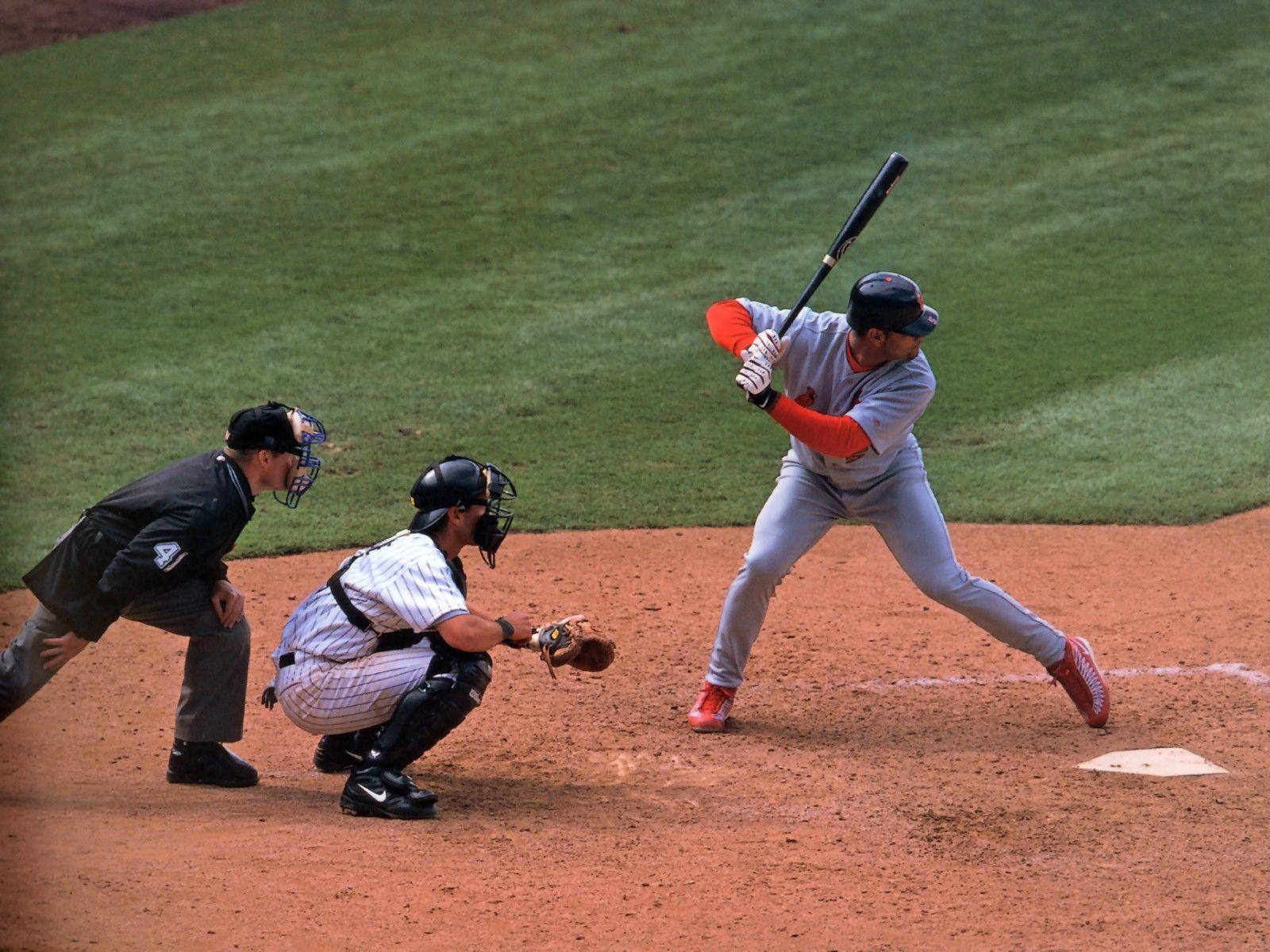 http://4.bp.blogspot.com/-4_pojIJdv2I/TwWm4RwG6wI/AAAAAAAABHI/DY34fmKfrIY/s1600/Baseball+Wallpaper+3.jpg
