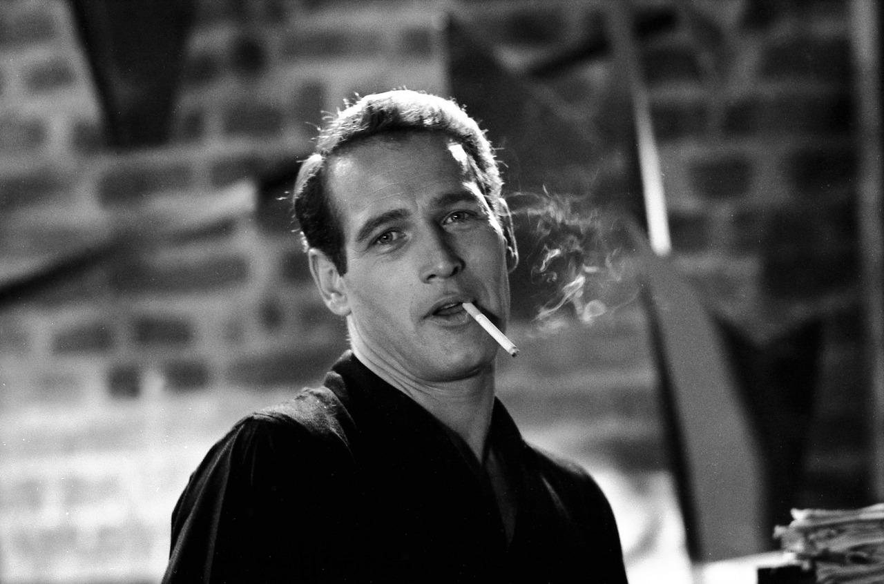 http://4.bp.blogspot.com/-4_qWzLO5Jko/Tp1SYyxZuWI/AAAAAAAAAXU/Kc4dXWfBhvA/s1600/03.%252BPaul-Newman-Smoking-Parliament-Cigarettes.jpg