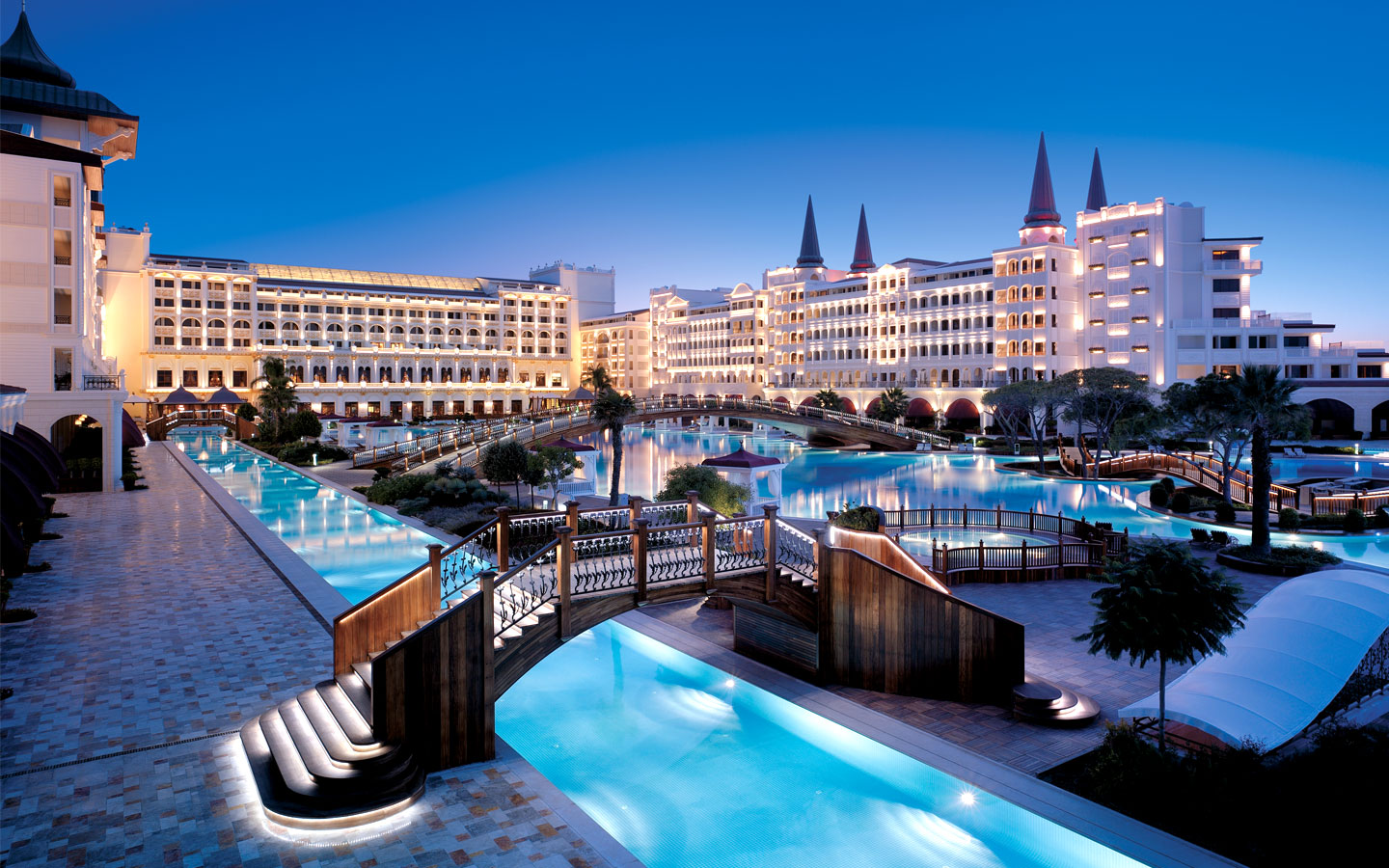 World visits mardan palace most luxury hotel in turkey for Luxury resorts