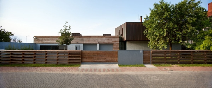 Street facade of Contemporary house in Ukraine by Drozdov & Partners