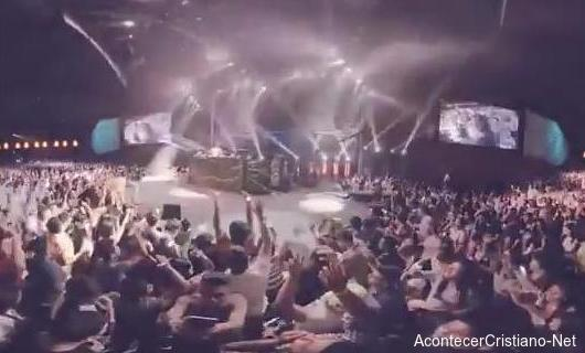 Realizan fiesta electrónica en iglesia de Cash Luna
