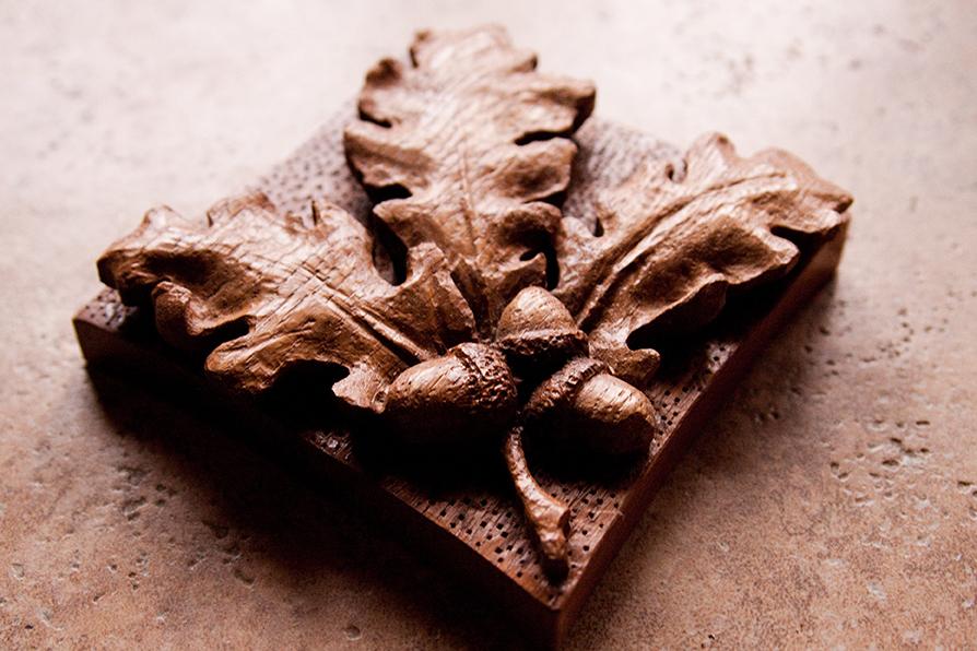 Golden studios carved oak leaf acorns