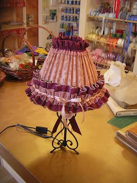 le lampade che si realizzano con corsi di cucito creativo e si possono prenotare su commissione