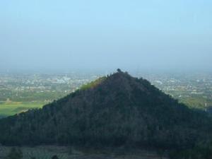 Gunung Mirip Piramida Jawa Timur