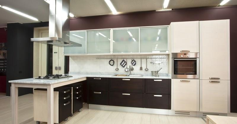 Arredamento moderno illuminazione cucina moderna for Arredamento moderno cucina