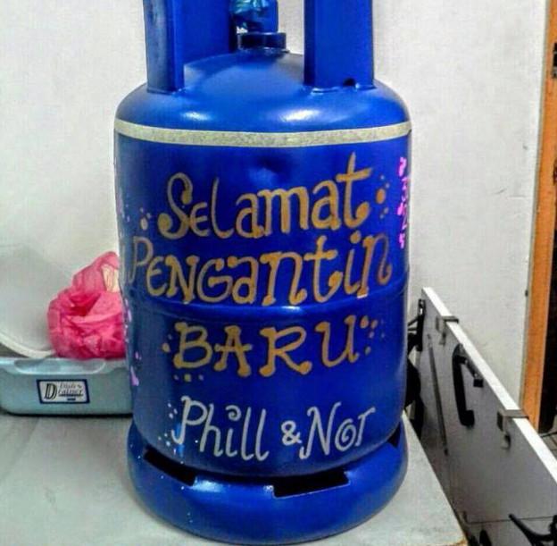 http://www.asalasah.com/2015/11/hadiah-kawin-paling-langka-tabung-gas.html