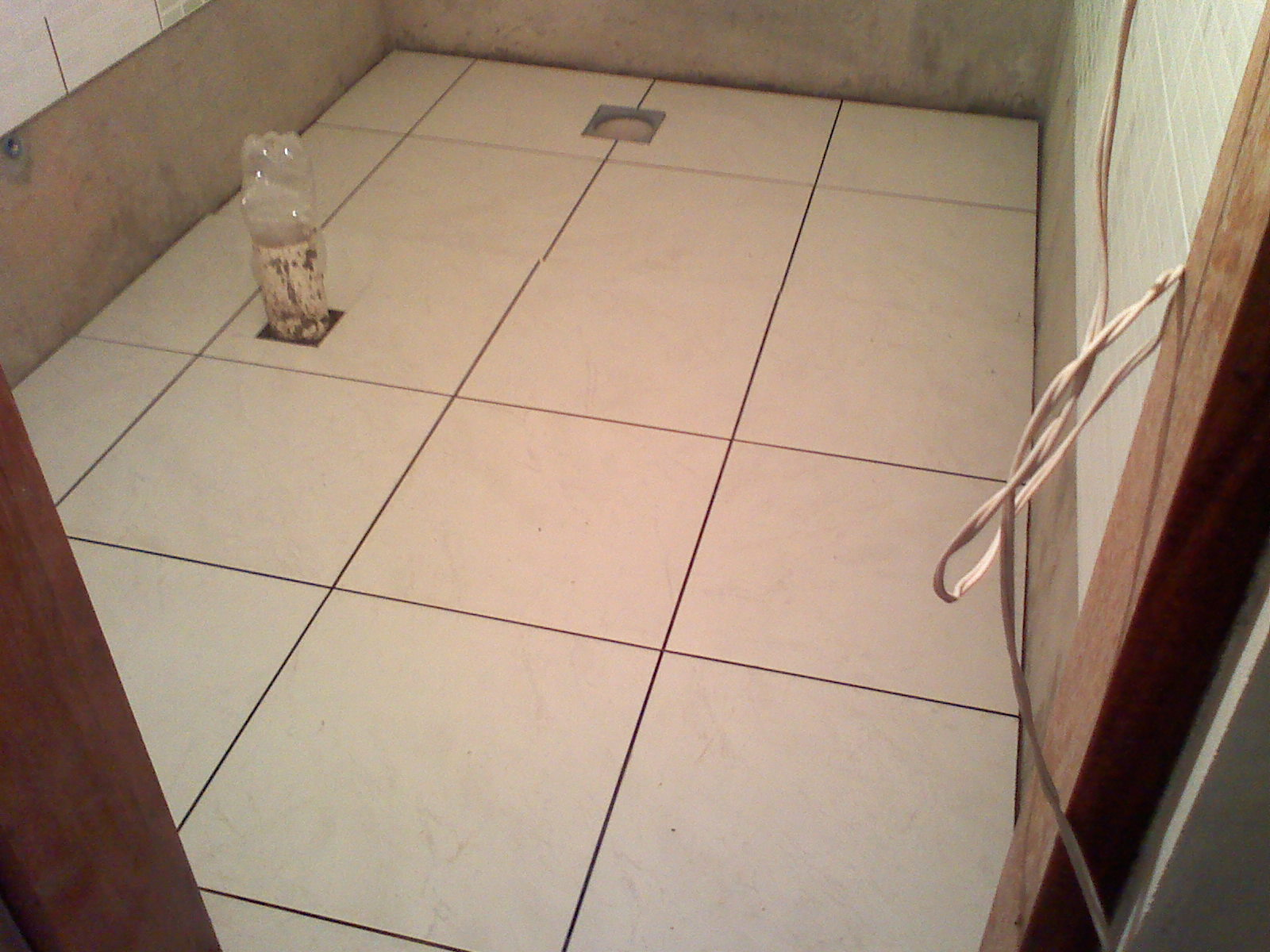 Como tudo começou Rejunte Rodapé e Porcelanato do Banheiro #38221E 1600 1200