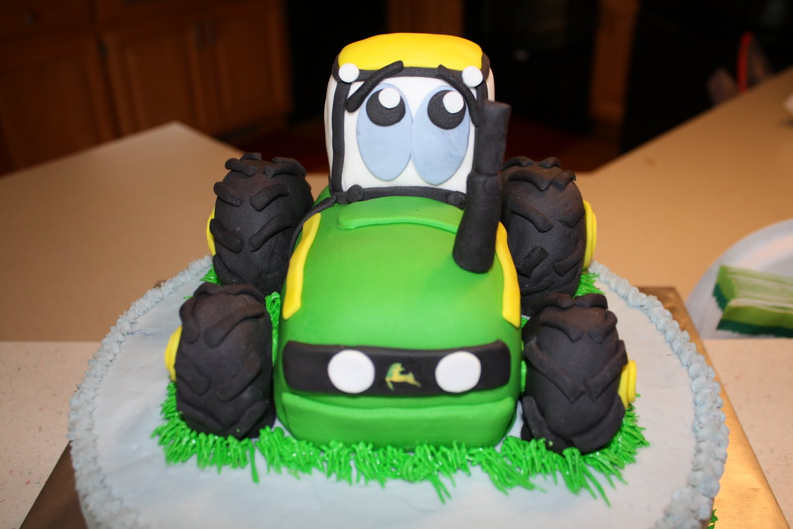 how to make a tractor out of fondant
