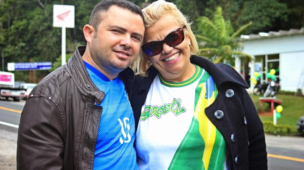 Haidê Tosta e o marido França vieram do Rio de Janeiro especialmente para acompanhar a chegada da Seleção à cidade