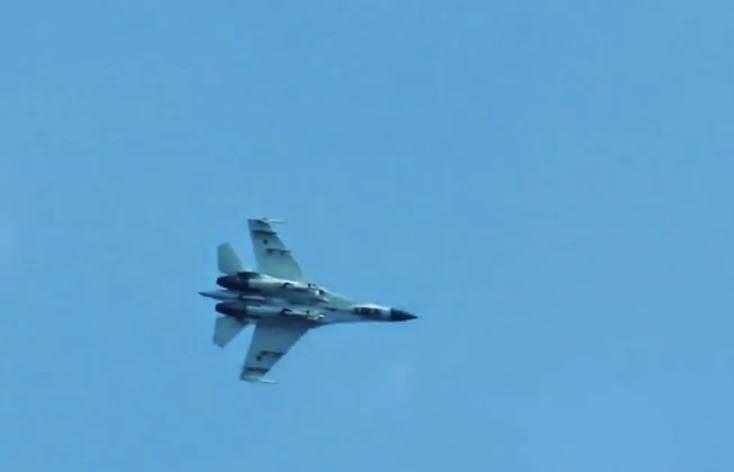 comienza-la-guerra-en-ucrania-aviones-de-combate-sobrevolando-aeropuerto-Kramatorsk