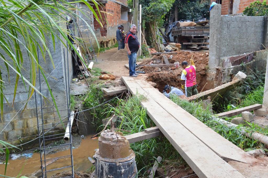 Na Quinta Lebrão, a Prefeitura está construindo uma ponte de concreto armado, com seis metros de extensão