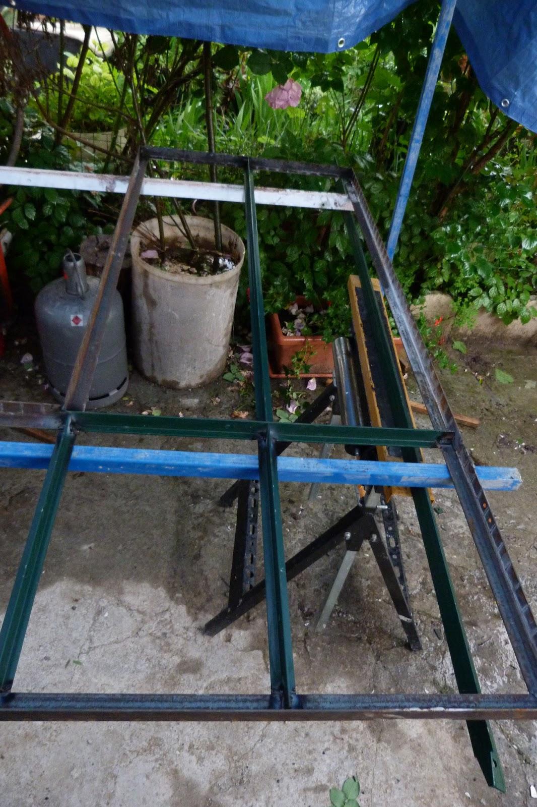 nos travaux le jardin et la nature cuisine cloison en fer forg vitr e type atelier. Black Bedroom Furniture Sets. Home Design Ideas