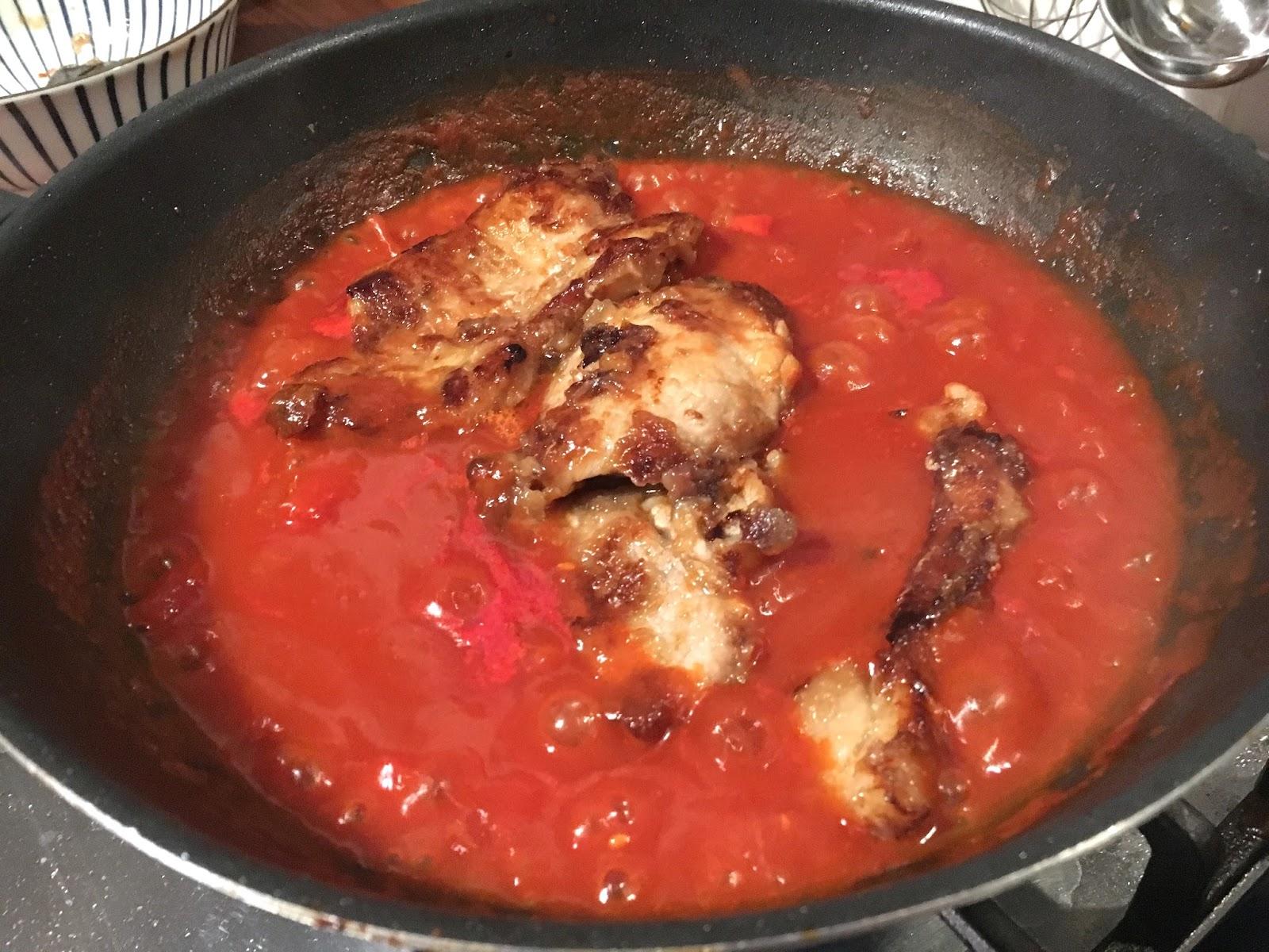 Мясо с подливкой на сковороде с томатной пастой рецепт пошагово