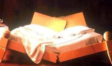 broken-bed%2001.jpg