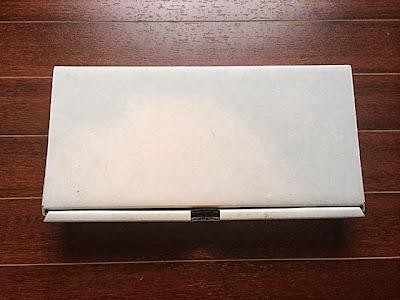 何も書いていない味気ない箱