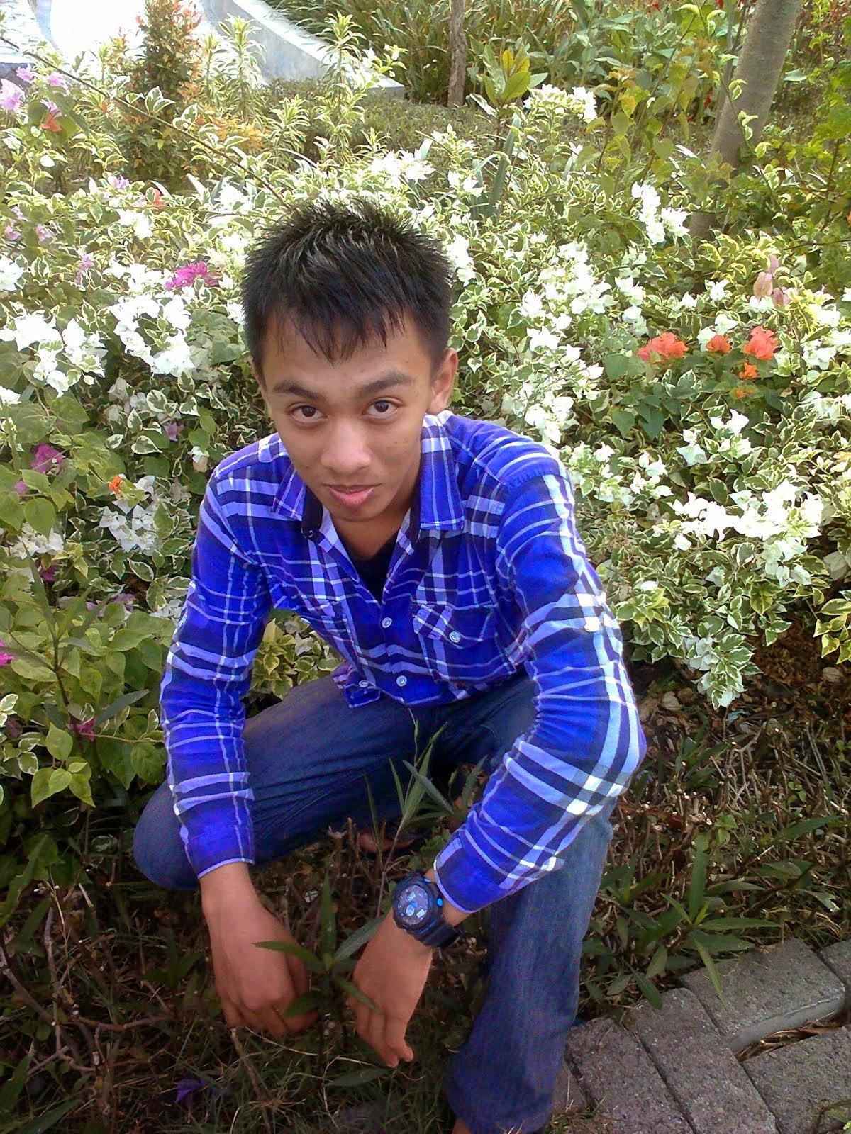 di antara bunga-bunga