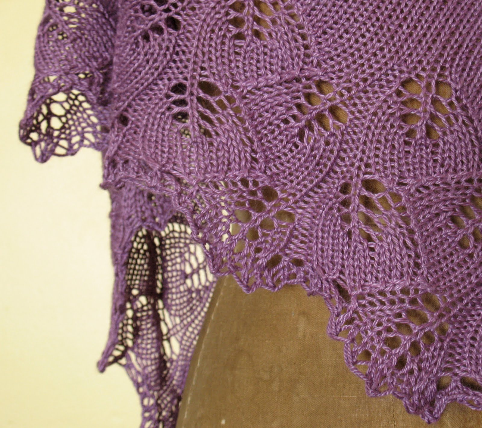 knit, too!: ginkgo leaves in summer.