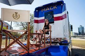 """Sultan Johor Dan Trak """"Mack"""""""