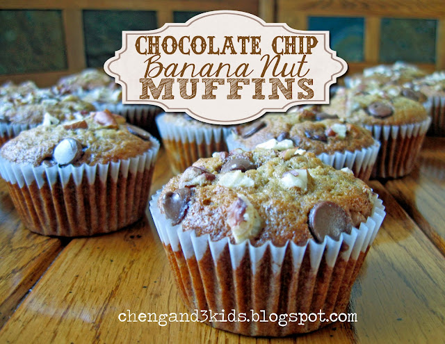 Chocolate Chip Banana Nut Muffins by Cheng and 3 Kids #muffinrecipe #recipe
