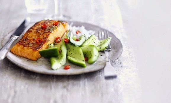wasabi_salmon_with_cucumber_salad