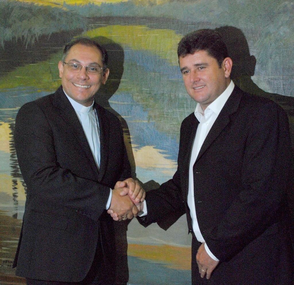 Prefeito Arlei e Bispo Dom Gregório Paixão: cooperação nos trabalhos sociais