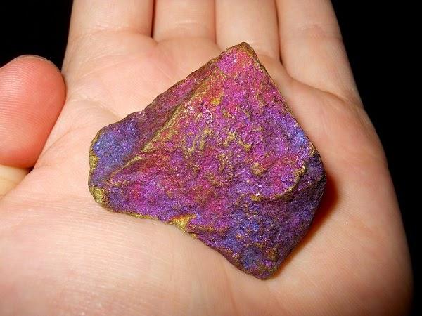 10 Batuan dan Mineral Paling Berbahaya di Dunia Yang Harus Kamu Hindari