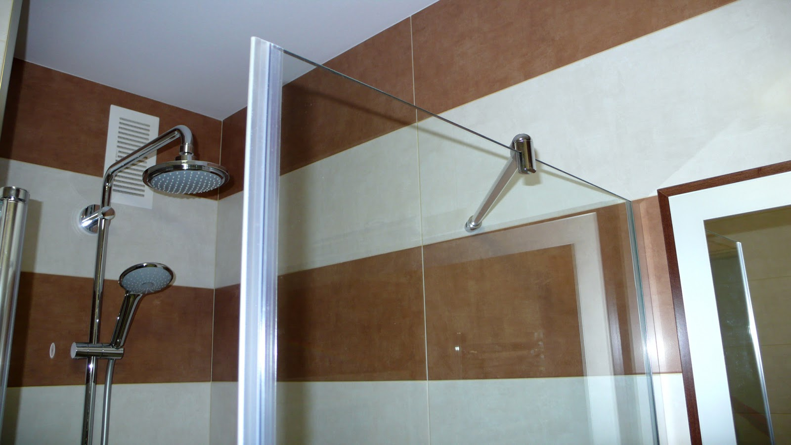 Griferia De Vidrio Para Baño: de resina poliuretánica, grifería termostática y mampara de vidrio